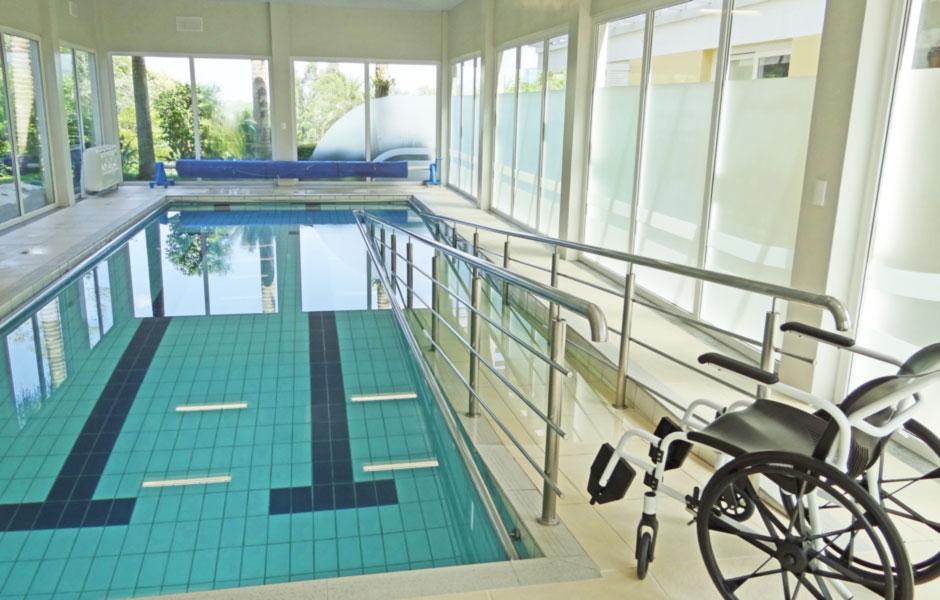 Acessibilidade geriátrica à piscina