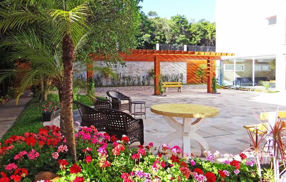 Novo Pergolado e Jardim Comum